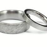 Förlovningsringar av titan och palladium