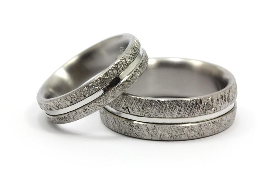 Förlovningsringar av titan och platina