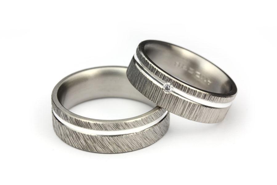 Mönstrade vigselringar av titan och silver - Erik Tidäng
