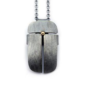 Scarabé, halssmycke av oxiderat silver - Erik Tidäng