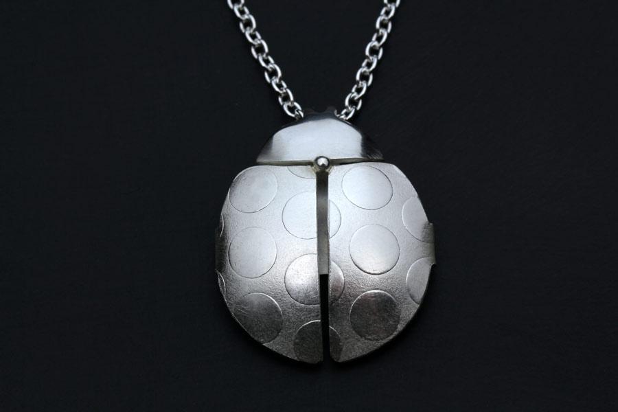 Nyckelpiga -skarabe av silver - Erik Tidäng