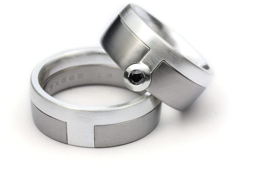Vigselringar av silver och titan med svart diamant - Erik Tidäng