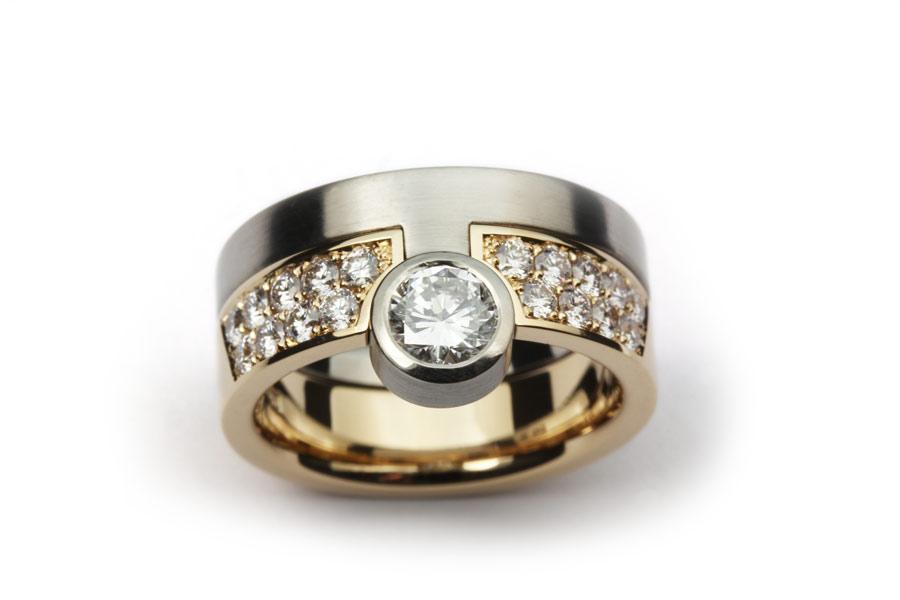 Pusselring av vitt och rött guld med diamanter - Erik Tidäng