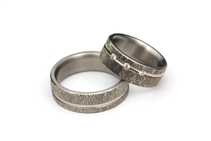 Handgjorda ringar i titan och vitt guld - Erik Tidäng